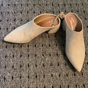 🆕 'Monica' Pointed Toe Suede Mule - Tan